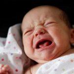 Neonato Piange nel sonno